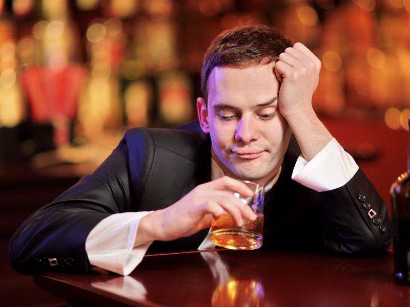 Двое мужчин в пабе обнаружили, что они из одного и того же города. Комментарий бармена просто убил!