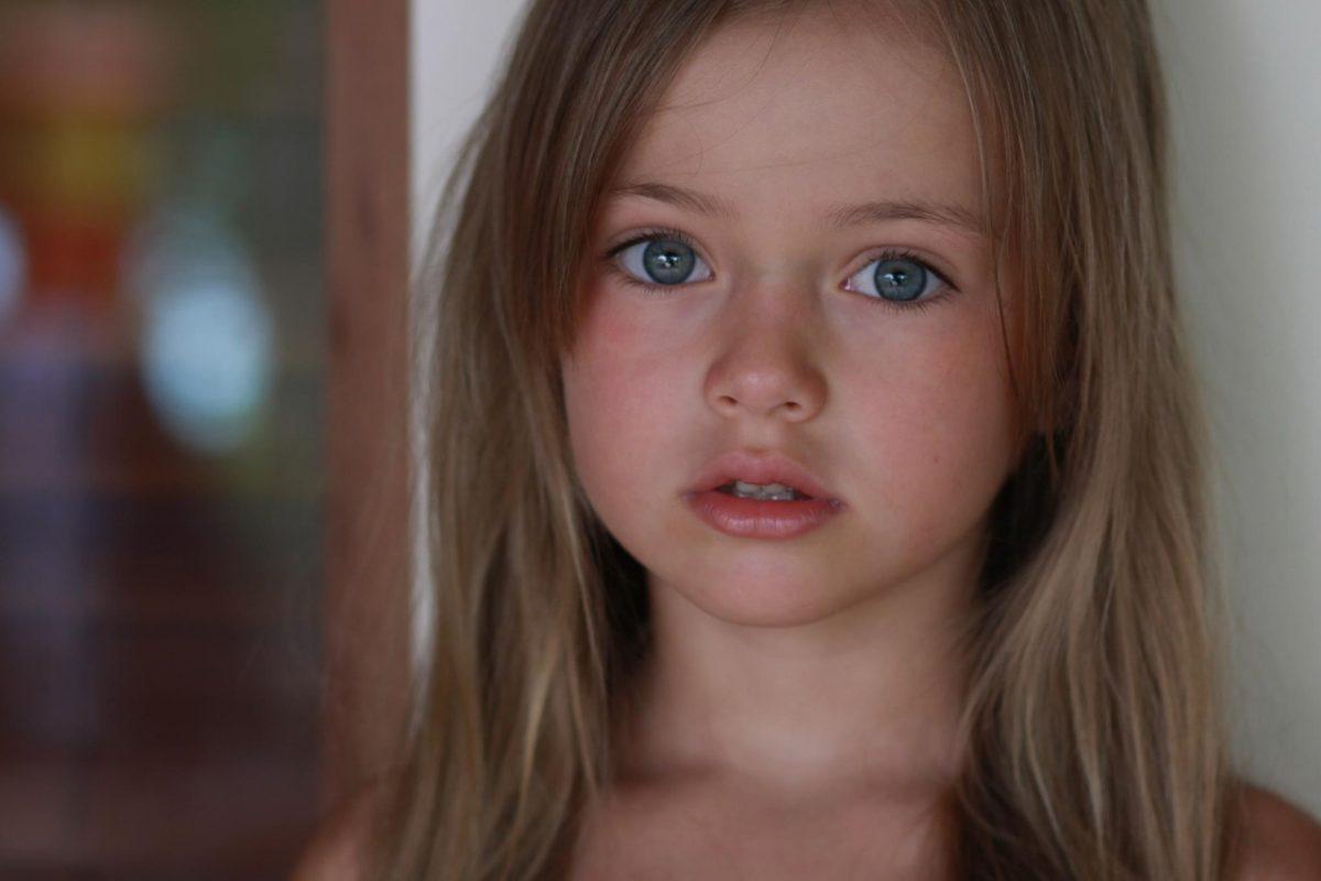 Когда у ее соседки погибла дочь, эта маленькая девочка сделала что-то невероятное!