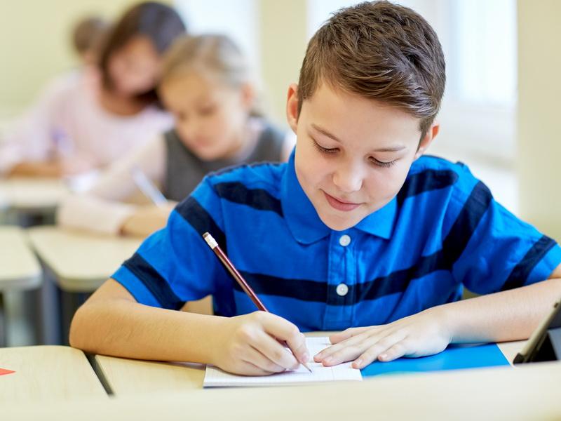 Учительница поняла, что мальчик списывал на контрольной. Доказательство получилось очень забавным!