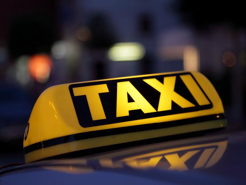 Водитель такси уже было решил не ждать этого клиента. Но то, что случилось потом, он будет помнить всю жизнь…
