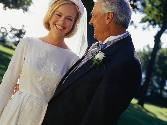 Женщина покупала свое четвертое свадебное платье. Такого продавец не ожидал услышать.