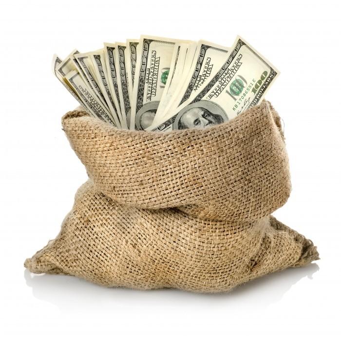 Она хотела положить большую сумму денег в банк. Но то, что произошло потом, ужасно насмешило.