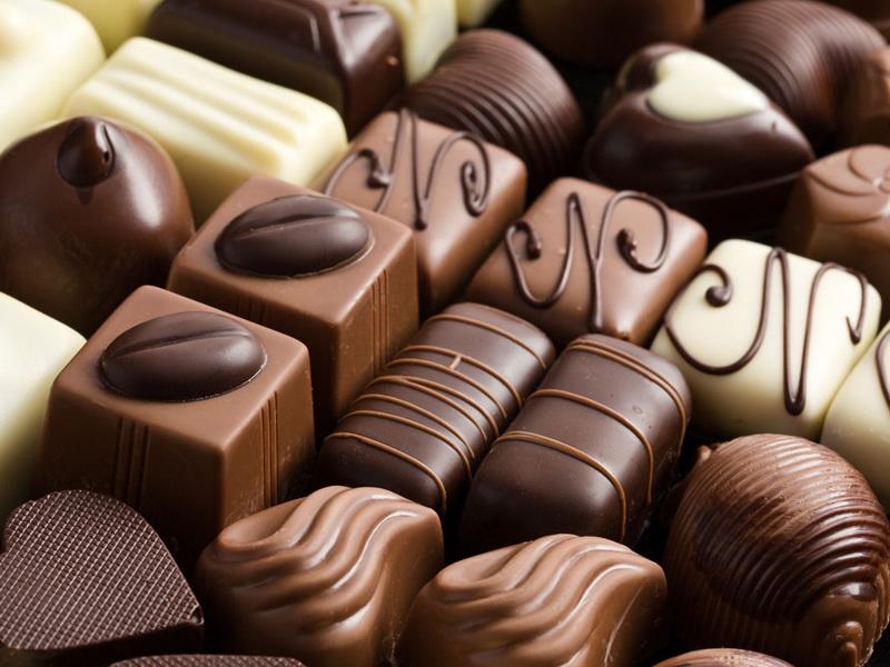 Маленький мальчик ел в автобусе шоколадные конфеты. Его ответ на замечание мужчины, заставил меня прыснуть со смеху!