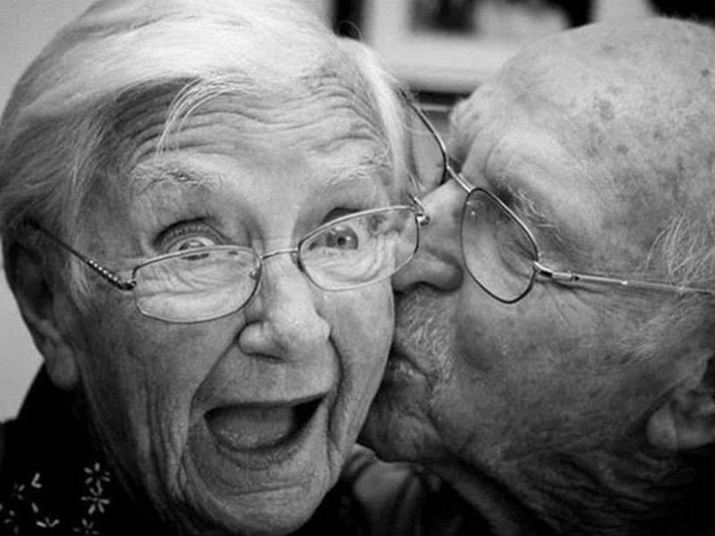Пожилая пара обручилась. То, что случилось на следующее утро, очень забавно!