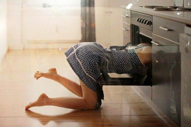 Она поставила пирог в духовку… Смотрит через 10 минут его там нет! Где он?!