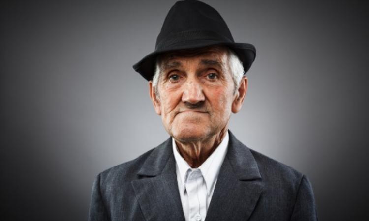 Пожилые мужчины обсуждали, за что их выгнали с работы. На что один из них ответил…