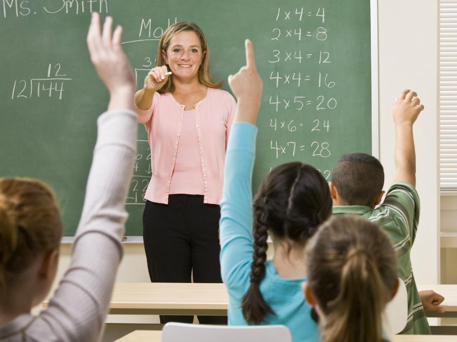 Учитель решила проверить знания детей. Как вдруг один мальчик ответил…