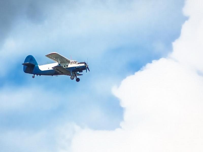 Самолет падал, и на борту не было достаточно парашютов. Что произошло дальше?