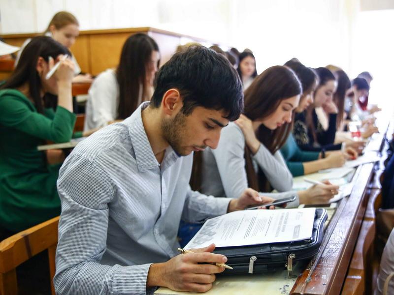 Профессор отказался принимать экзамен у этого студента. Но парень нашел гениальный выход!