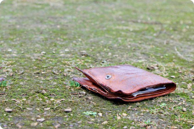 Парень нашел поношенный бумажник. Он и представить не мог, к чему это приведет…