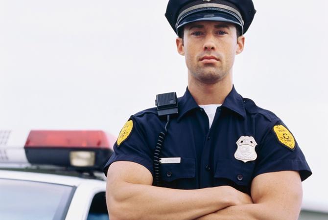 Полицейский решил подсмотреть за пожилой парой. Такого он не ожидал увидеть.