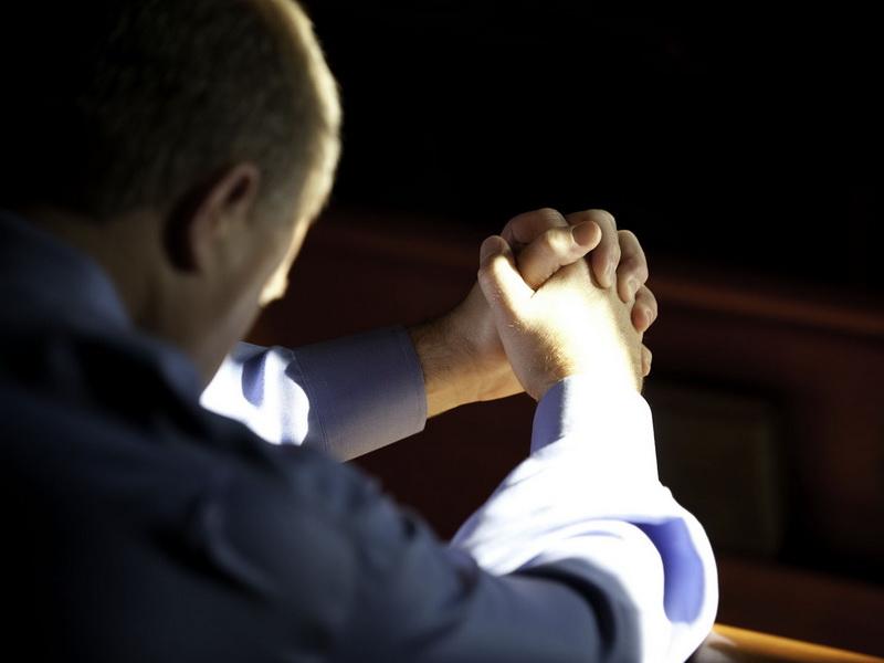Мужчина молился в церкви. Он попросил у Бога денег и получил потрясающий ответ!