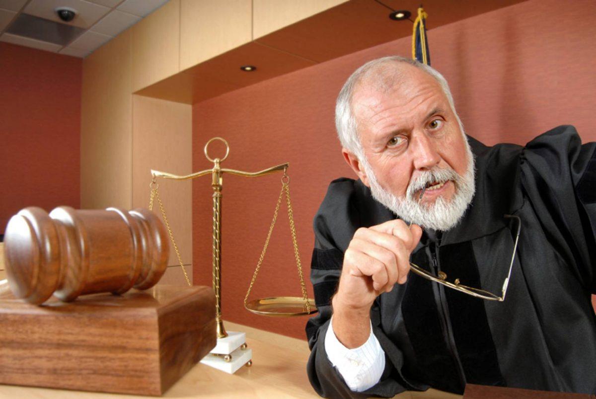 Адвокат вызвал старушку для дачи показаний в суде. Что она сказала? О, Боже мой!