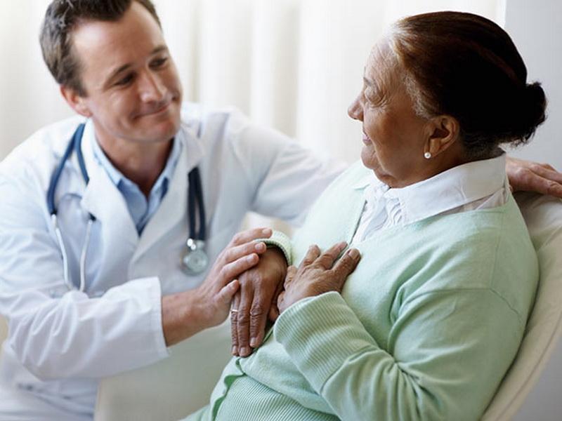 Доктор был в шоке, когда узнал, зачем бабушке нужны противозачаточные таблетки