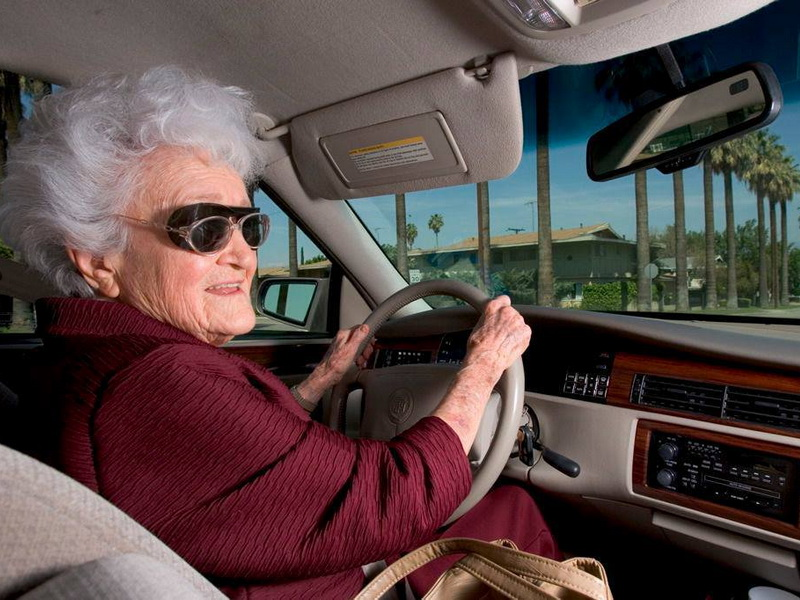 Полицейский остановил 5 бабушек. Узнав причину, я не смогла сдержать смех!
