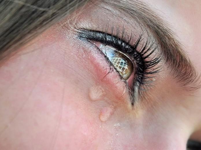 """Картинки по запросу """"она  плачет"""""""