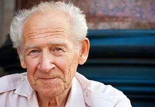 Старик столкнулся со сложной задачей, которую поставил перед ним его доктор. Но то, что он ему ответил достаточно БЕЗУМНО!