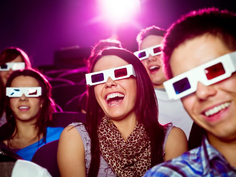 Девочки вели себя слишком шумно и мешали всем смотреть фильм. Я в восторге от того, что сказал этот мальчик!