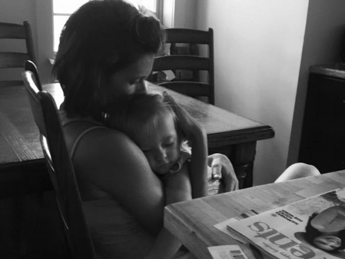 Публикация этой мамы в Фейсбуке трогает и вдохновляет. Прекрасное описание материнства!