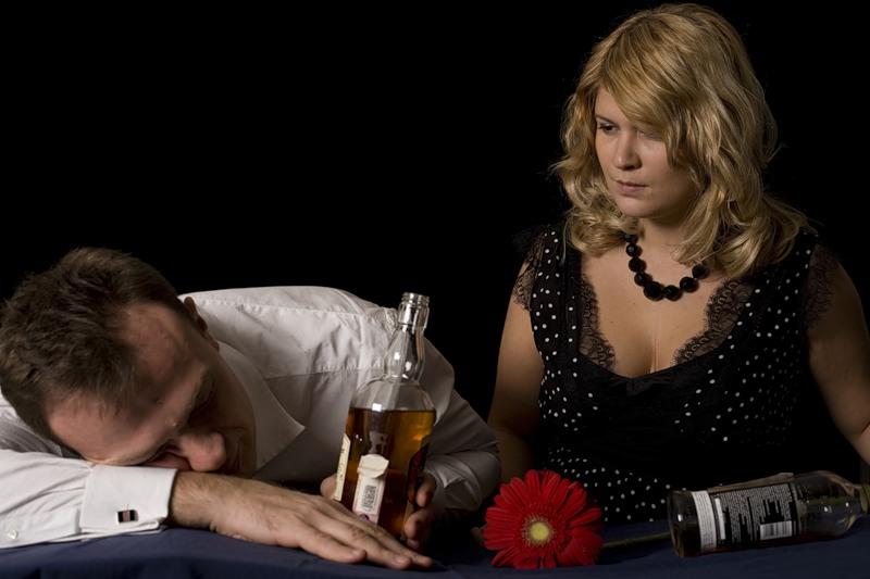 Он разгромил все  дома, когда пришел домой пьяный. Но то, что сделала его жена БЕСЦЕННО!