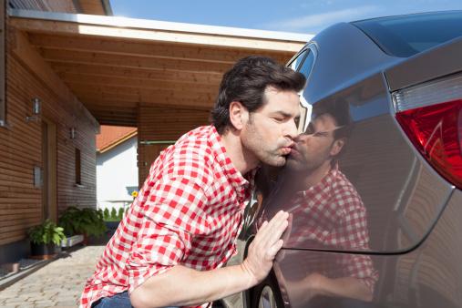 Ревнивая жена следила за машиной мужа, но даже не подозревала, к чему это приведет