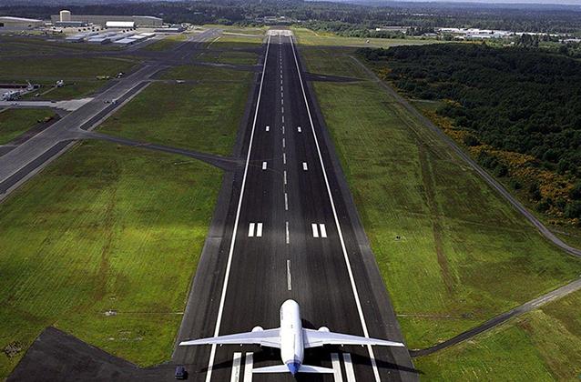 Косарь махнул на прощание взлетающему самолету, что привело пассажиров в шок