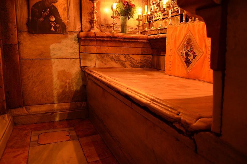 Ученые вскрыли гроб Христа и удивились увиденному