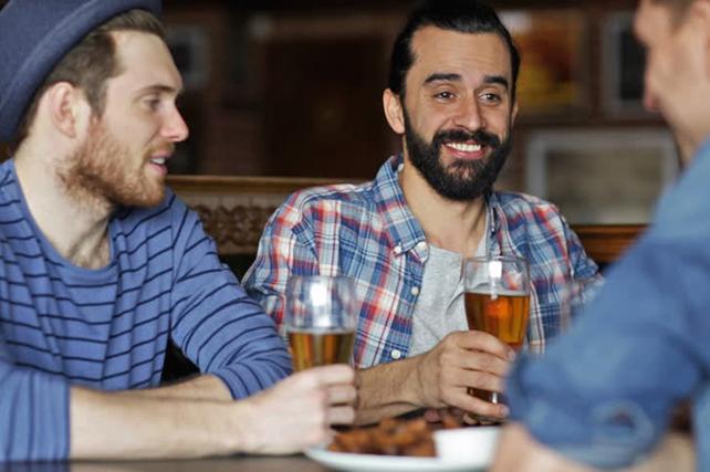 Трое друзей встретились после долгой разлуки, и один из них озвучил очень креативную идею