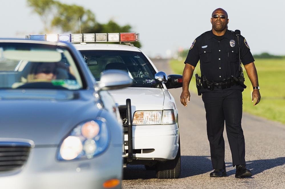 Он не должен был задавать этому темнокожему полицейскому личный вопрос. Но его ответ душераздирающий!