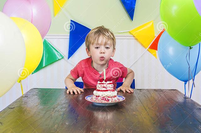 Ребенок получил необычный подарок на День рождения, и воспользовался им по-полной