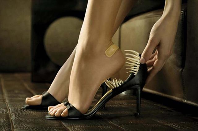 Смешнейший случай с новыми туфлями, которые натерли ноги в самый неподходящий момент