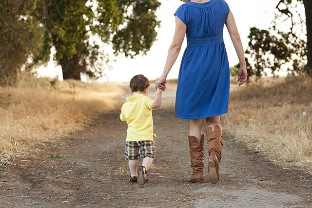 Разговор молодой мамы с маленьким ребенком на прогулке сделал мой день!