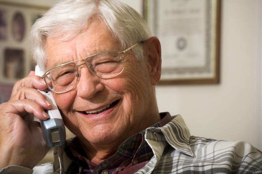После сорока пяти лет брака, отец звонит своим детям с дурными вестями. Это просто уморительно!