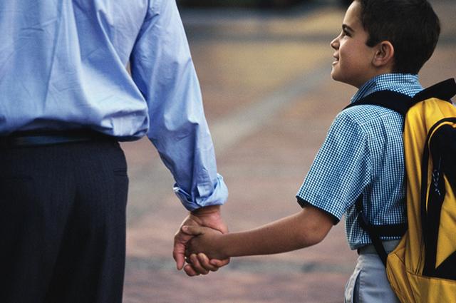 Отец мальчика первый раз в жизни явился на родительское собрание, но…