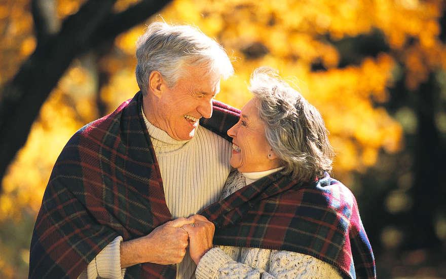 Ее сердце было разбито, когда она увидела, что он пришел один после смерти жены. Но она рыдала, когда увидела это!