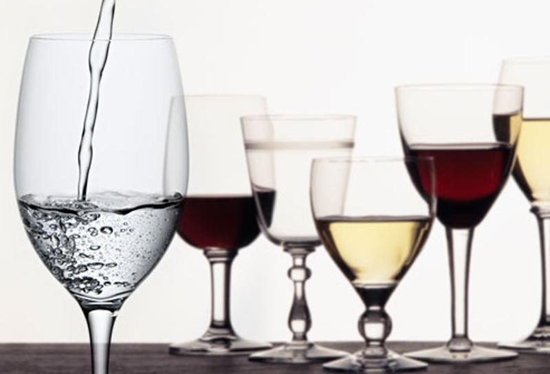 Ее мужа раздражало, когда она говорила, что вино лучше, чем вода. Но ответ жены просто отпад!