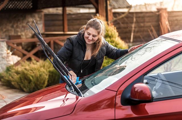 На машине женщины оставили обидную надпись, и это разрушило все ее планы на день