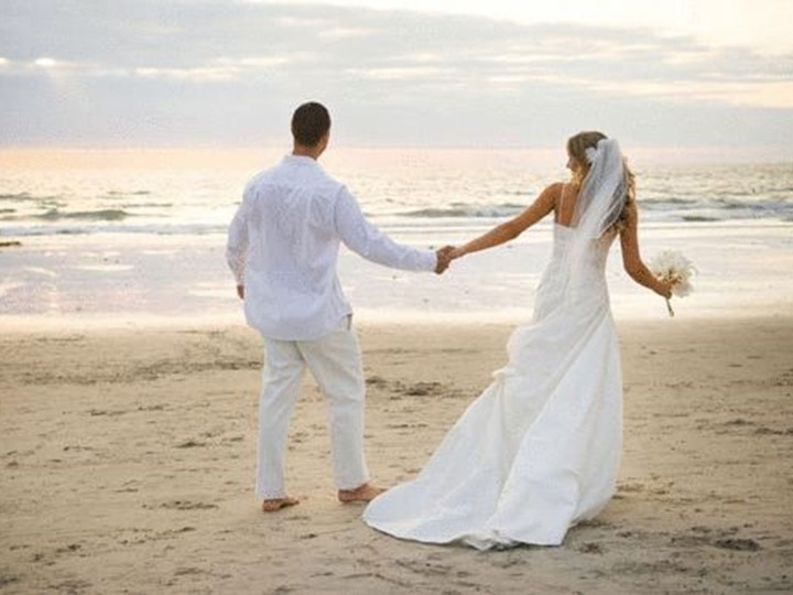 Она покупала платье для своей четвертой свадьбы. Но никогда не ожидала, что продавец скажет ей это!