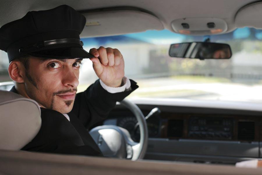 Этот таксист пытался научить плохому слову ее маленькую дочь. То, как ответила женщина – гениально!