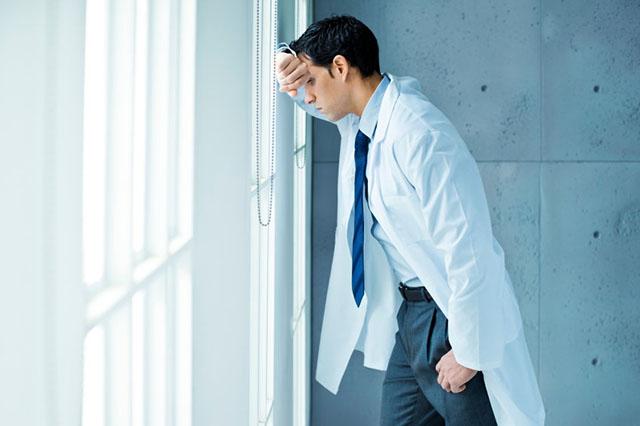Будущий психиатр, проявив свою профессиональность, вогнал в краску свою коллегу