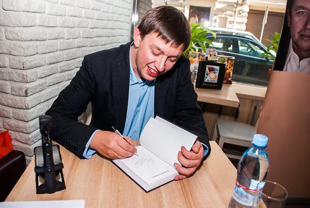 Невинная детская шалость на автограф-сессии вывела детского писателя из себя