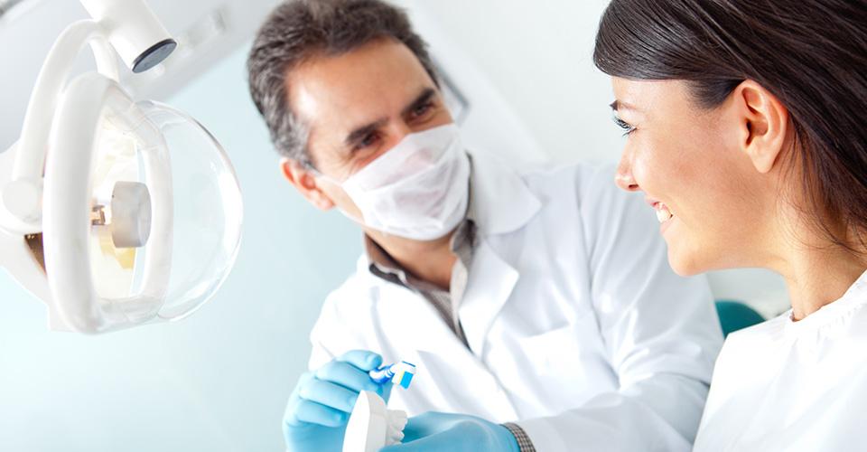 Она, увидев нового стоматолога, подумала, что он был ее одноклассником. Но то, что произошло дальше — это бесценно!