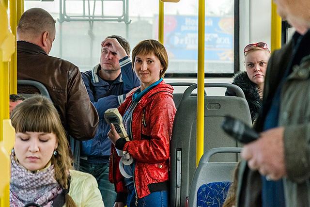 Кондуктор с потрясающим чувством юмора повеселила пассажиров на славу