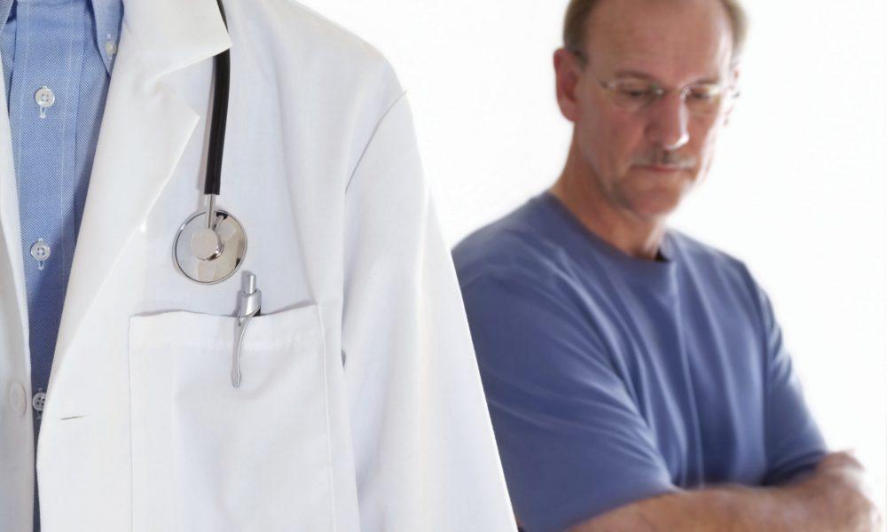 Мужчина кричал на своего врача за опоздание. Но не ожидал того, что последовало. Это шок!