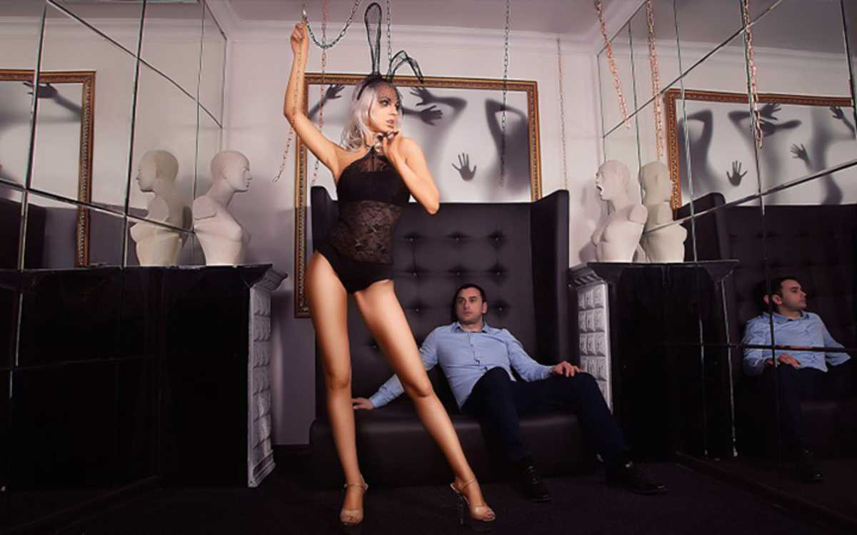 Жена охотно взяла его в стриптиз-клуб. Но она не ожидала такого!