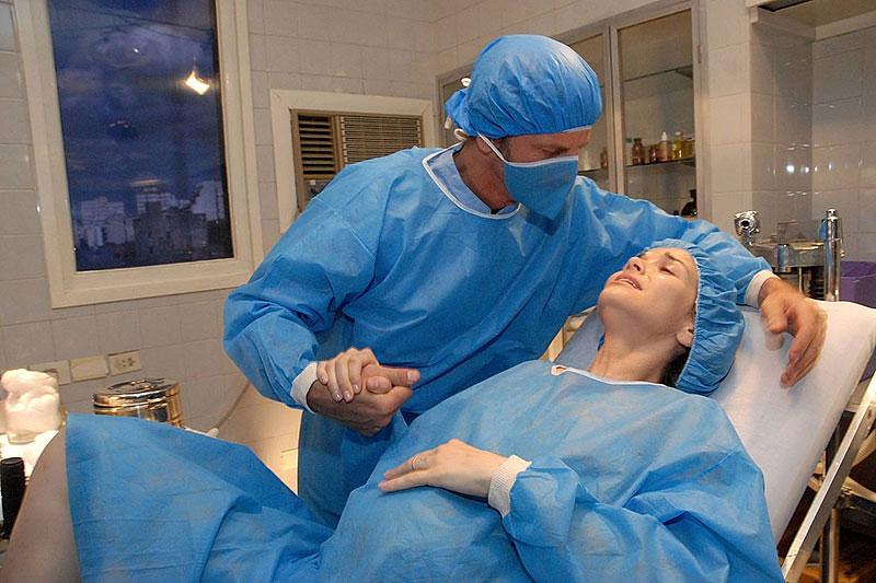 Муж сомневался, что новорожденный ребенок от него и поэтому пошел проконсультироваться с врачом. Но ответ врача – уморительно!