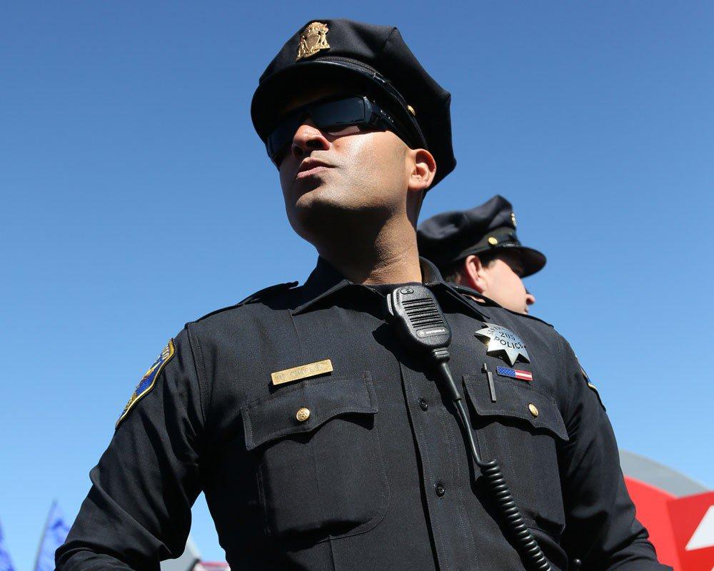 Полицейский патрульный был доставлен в больницу. Он никогда не ожидал, что с ним произойдет это!