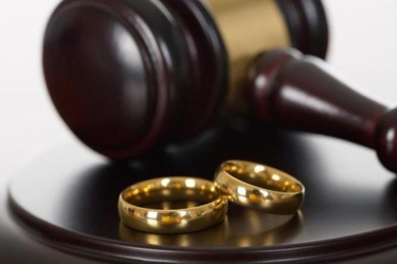 Судья спрашивает женщину, почему она хочет развестись. Ее ответ-это уморительно!