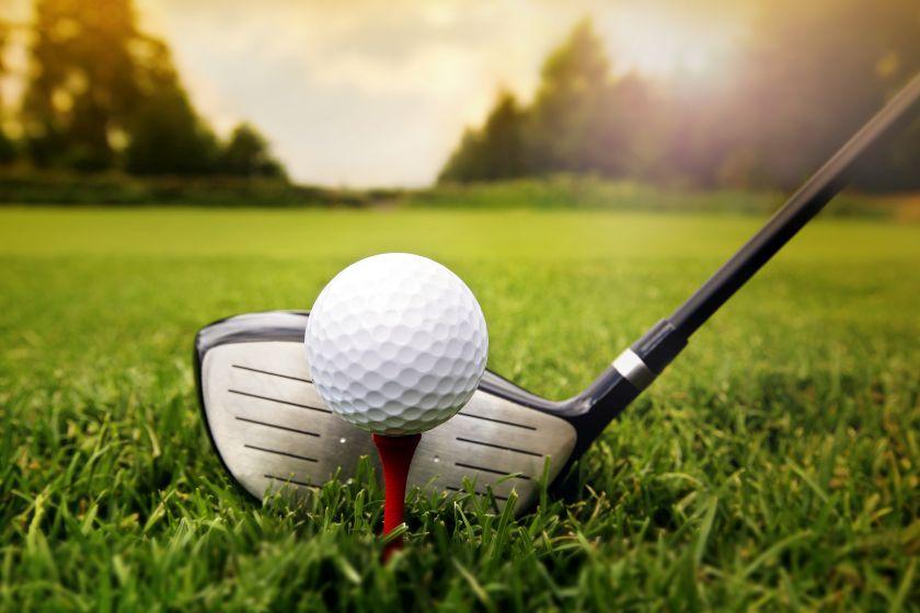 Иисус, Моисей и старик играли в гольф. Это уморительно!