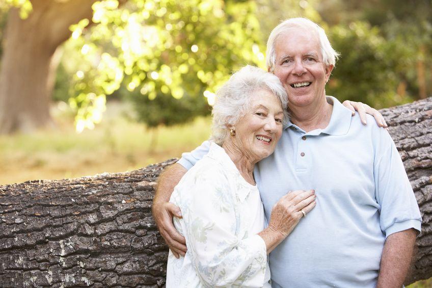 Пожилая семейная пара решила освежить в памяти воспоминания о своей шальной молодости. Но зритель был потрясен, увидев это!
